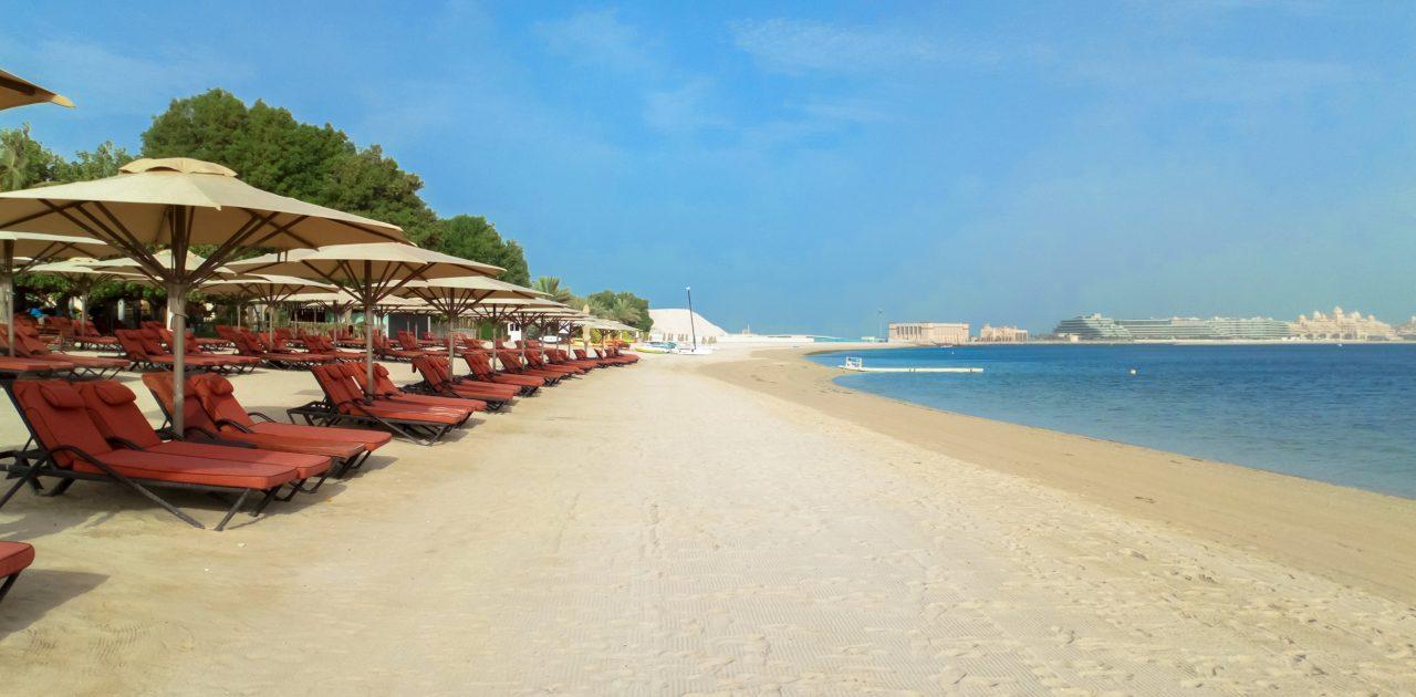 Ras Al Khaimah umbrele pe plaja