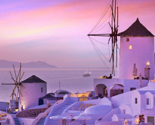 dreamstime xxl 99176061 apus in Santorini