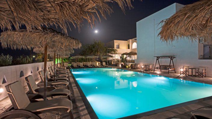 Alexandra Studios & Apartments piscină