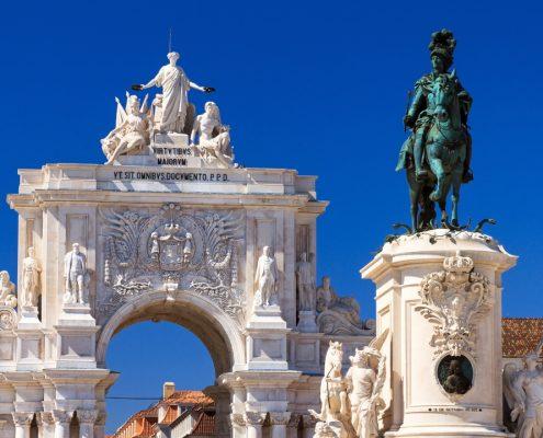 Statuia King Jose Lisabona, Sărbători de iarnă, Portugalia Destinații Circuite, Lisabona Revelion 2021, Lisabona Piață de Crăciun 2020