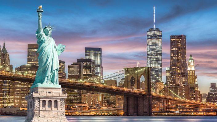 Statuia Libertății New York noaptea