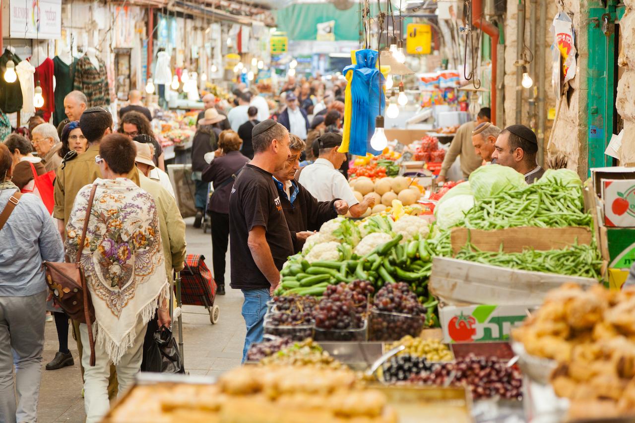 Shopping Mahane Yehuda Jerusalem credit Alexey Stiop