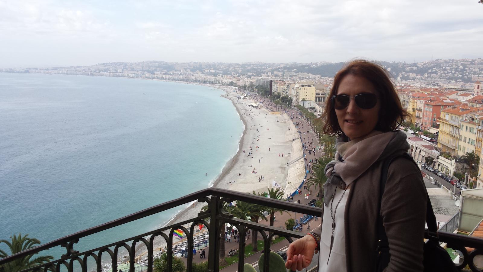 Gordana Malic pe Coasta de Azur, vedere panoramica asupra orasului Nisa
