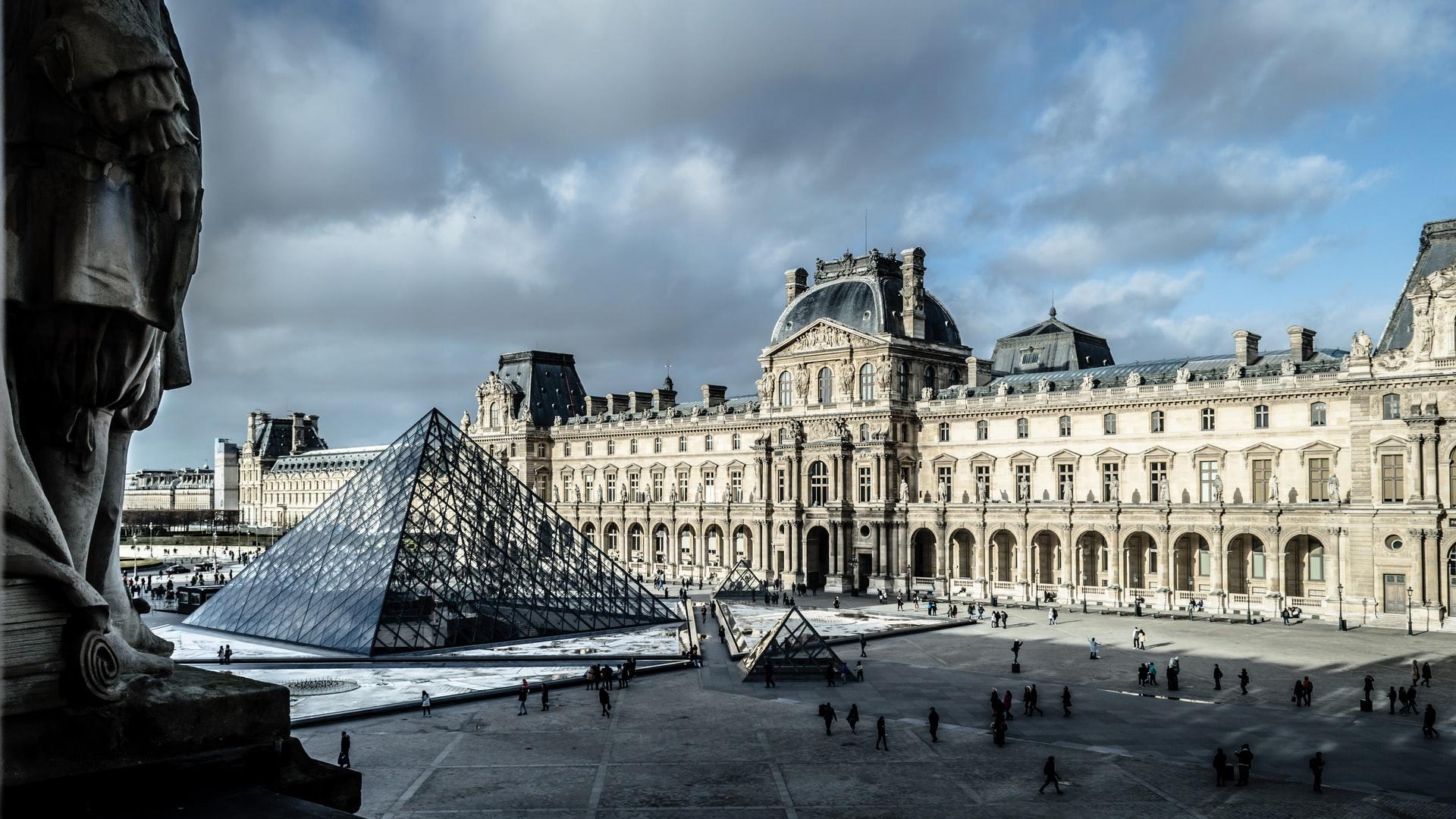 Muzeul Louvre, Franta