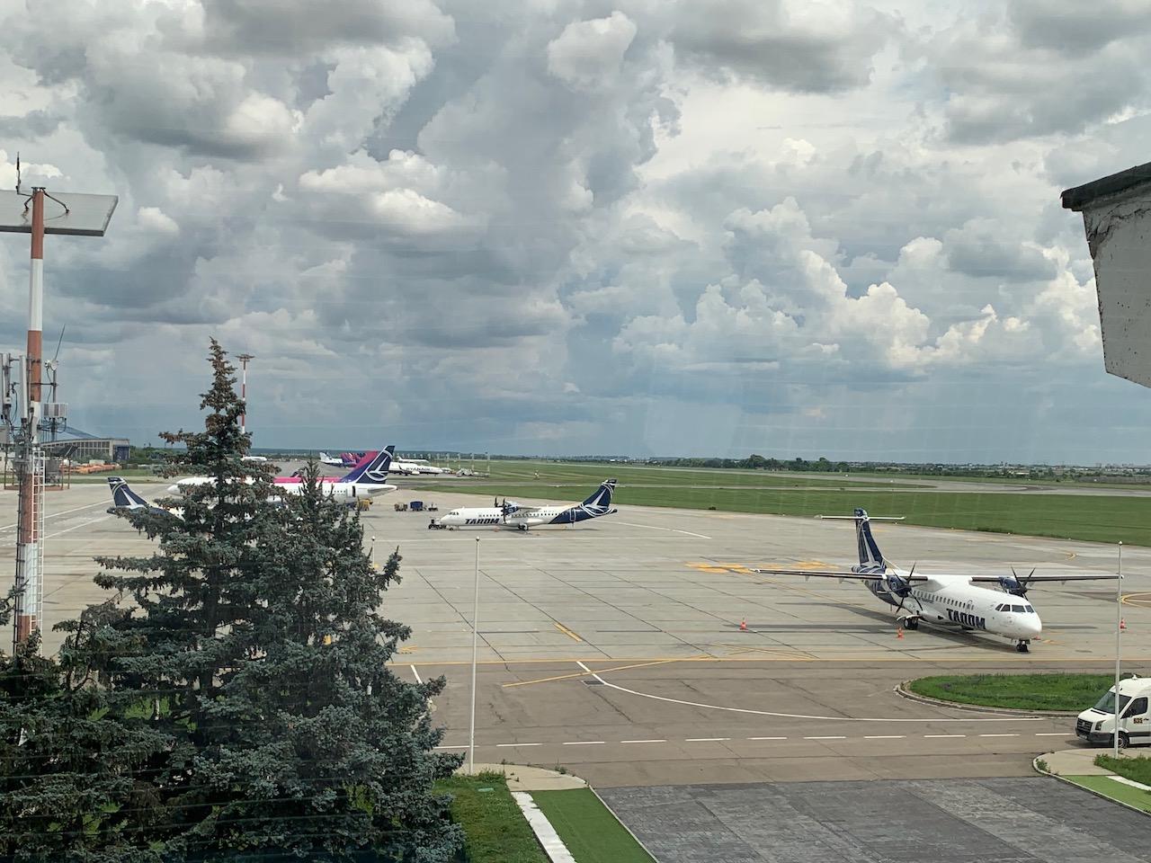 Avioane pe pista