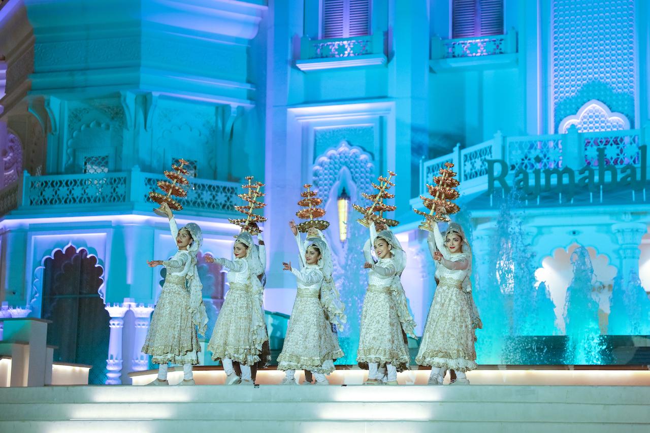 BOLLYWOOD PARKS Dubai Stars on Steps